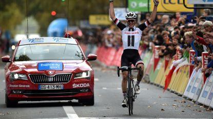 Kragh Andersen wint Parijs-Tours na festival aan lekke banden op grindwegen