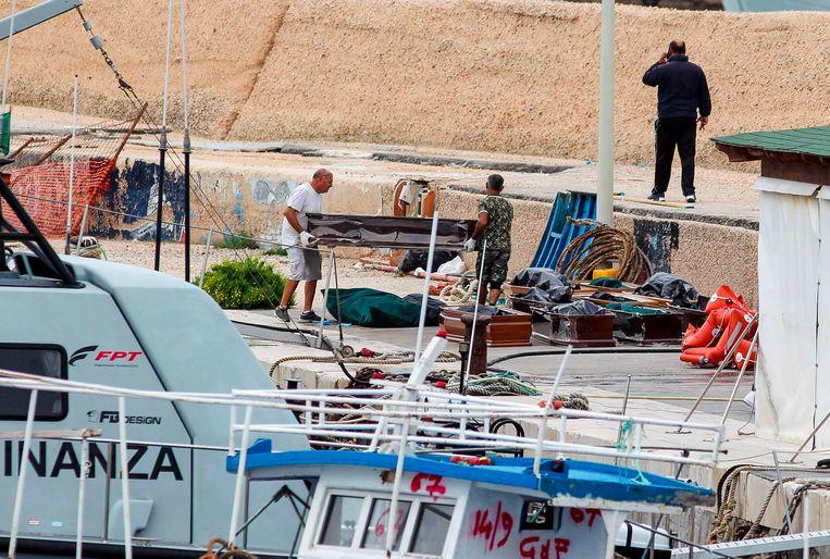 Bij de bootramp net voor de kust van het Italiaanse eiland Lampedusa zijn zeker dertien vrouwen verdronken.