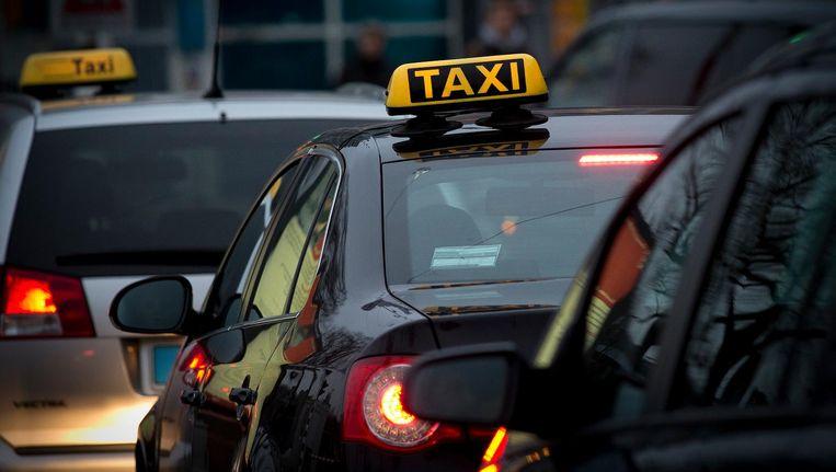De politie ontvangt de laatste tijd veel klachten over taxi's in het centrum van Amsterdam. Beeld anp
