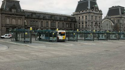 """Stad schaft nachtbussen om 4 uur af. """"Helft van de bussen helemaal leeg"""""""
