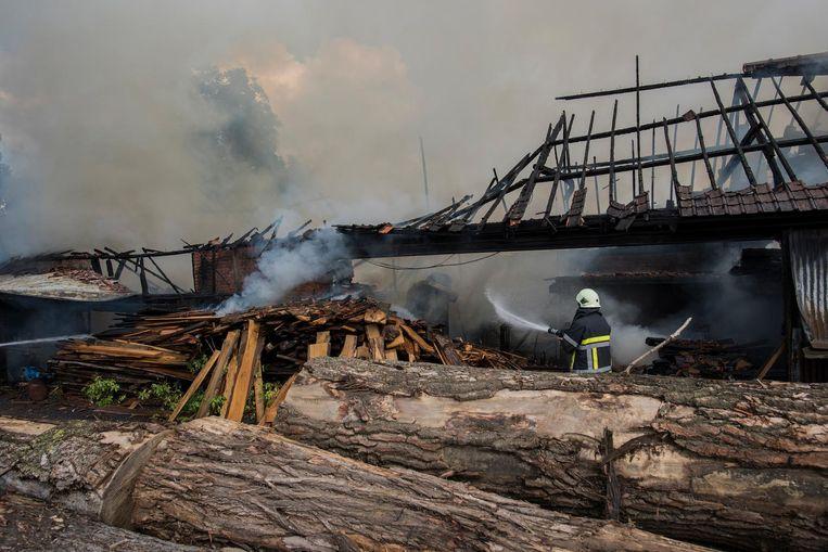 De boomzagerij ging bijna helemaal in vlammen op.