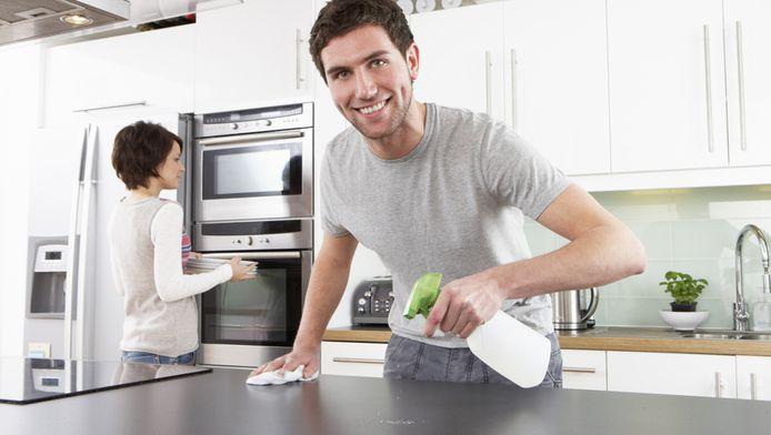 Hoe meer man helpt in het huishouden, hoe meer kans op scheiding | Seks &  Relaties | hln.be