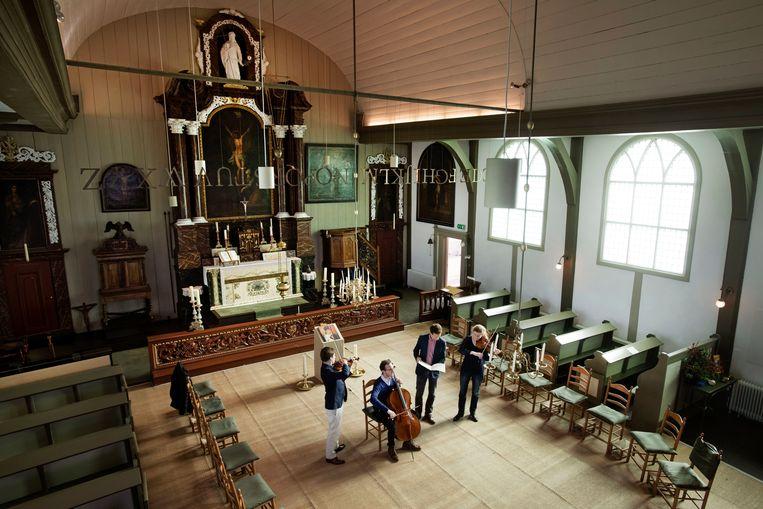 De driehonderd jaar oude kerk wordt een kamermuziekcentrum.  Beeld Olaf Kraak
