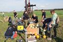 De kampioenenploeg Team Tornado aan het werk tijdens het BK pompoenenschieten