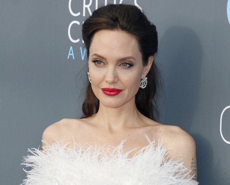 """Angelina Jolie stapte driemaal met een man in het huwelijksbootje. """"Maar als ik morgen verliefd zou worden op een vrouw, is dat ook oké."""""""