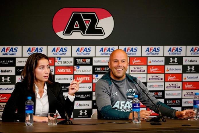 Arne Slot tijdens de persconferentie voor de Europa League-play-off tegen Antwerp.