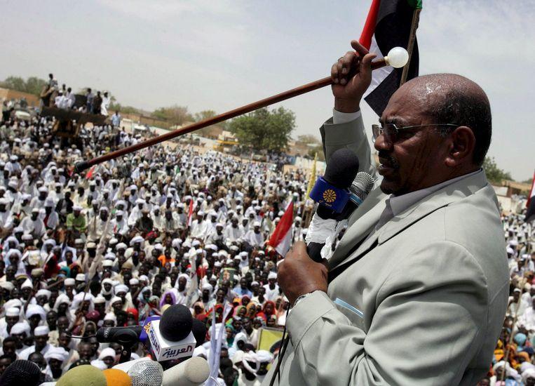 Al-Bashir geeft nadat het arrestatiebevel was uitgevaardigd demonstratief een rondreis gemaakt langs bevriende Afrikaans en Arabische hoofdsteden. Foto EPA Beeld