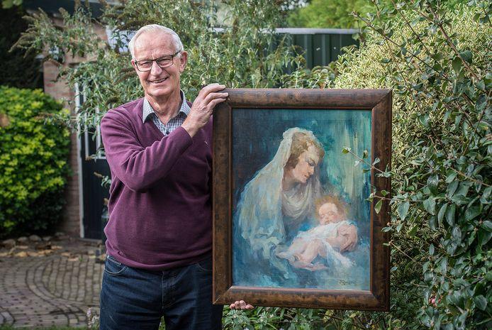 Kees Schoenmakers, auteur van het boek over Dio Rovers, toont in zijn tuin een schilderij dat hij zelf van de invloedrijke Bredase kunstenaar bezit