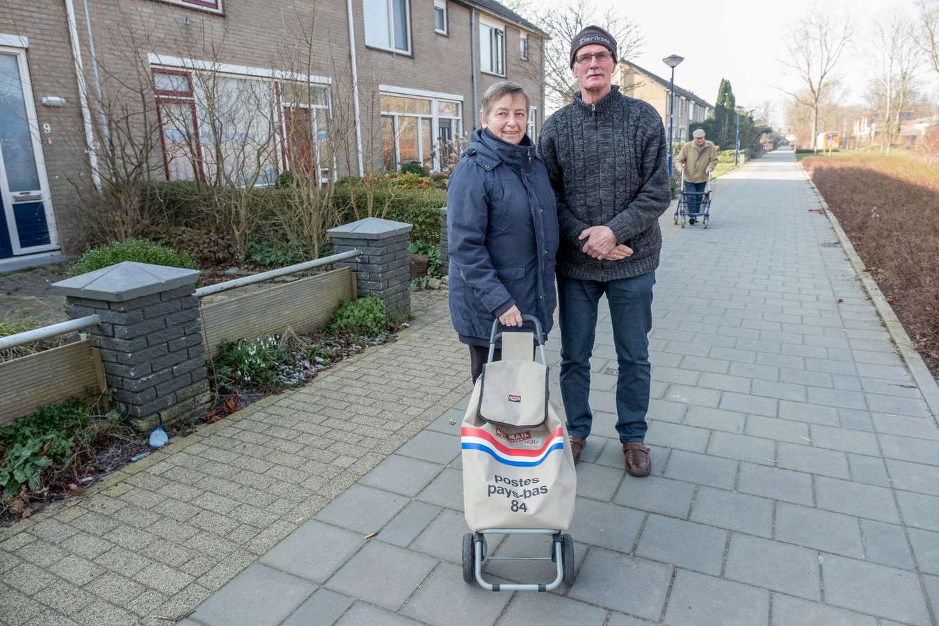 Ria Priemis-van der Welle en Dingeman Priemis wonen al 45 jaar met veel plezier aan De Kabbelaarsbank.