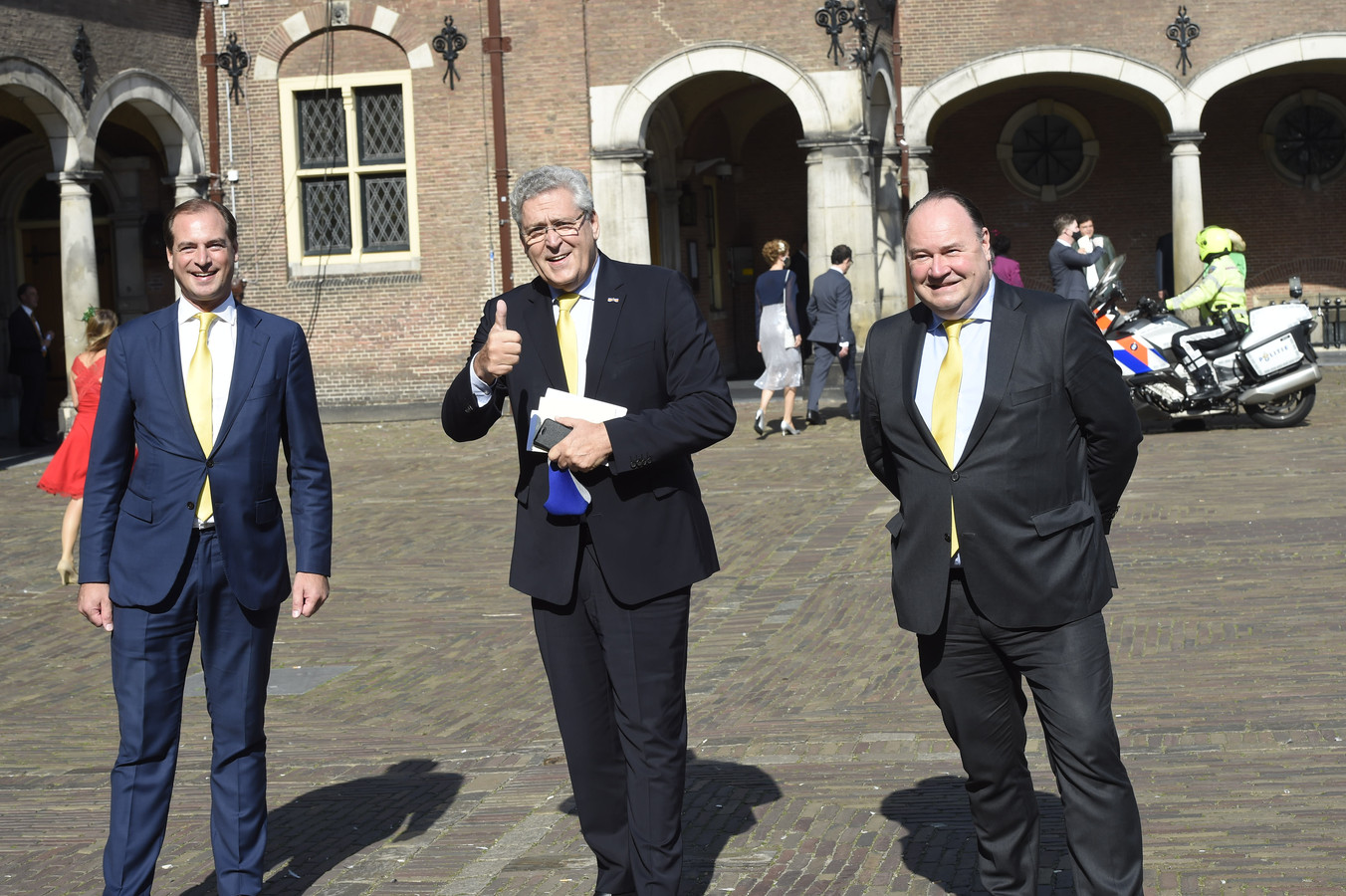 Op de foto van links naar rechts: secretaris Jeroen de Vries, politiek leider Henk Krol en partijvoorzitter Henk Otten van de Partij voor de Toekomst tijdens Prinsjesdag.