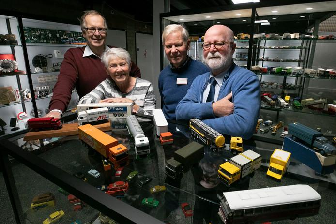 Vernieuwde *DAF-museum* met vrijwilligers Wim Stolk, Miep Vossen, Jan de Zwaan en Huub Boesten