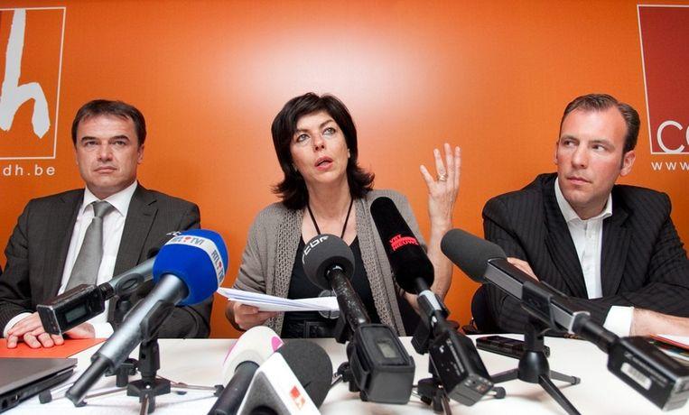 Milquet geeft na de verkiezingen het voorzitterschap over aan Benoït Lutgen (links), rechts ondervoorzitter Melchior Wathelet.