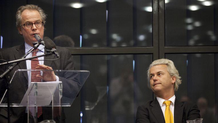 PVV-leider Geert Wilders en voorzitter van Lombard Street Research Charles Dumas tijdens de presentatie van de resultaten van het onderzoek naar wat de gevolgen zijn als Nederland uit de eurozone stapt. Beeld ANP