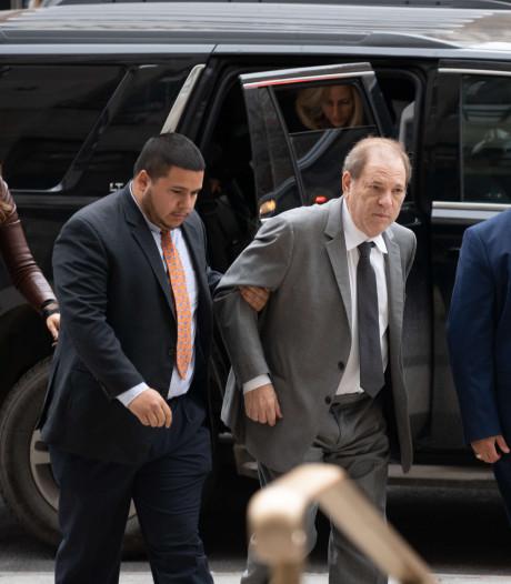 Harvey Weinstein, presque méconnaissable, tombe devant la cour