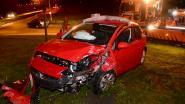 Vrouw gewond na crash op rotonde: kunstwerk 'Agonie' beschadigd