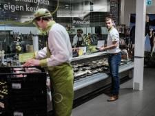 Kassamedewerker (16) mishandeld door 16-jarige klant uit Aalten: motief onbekend
