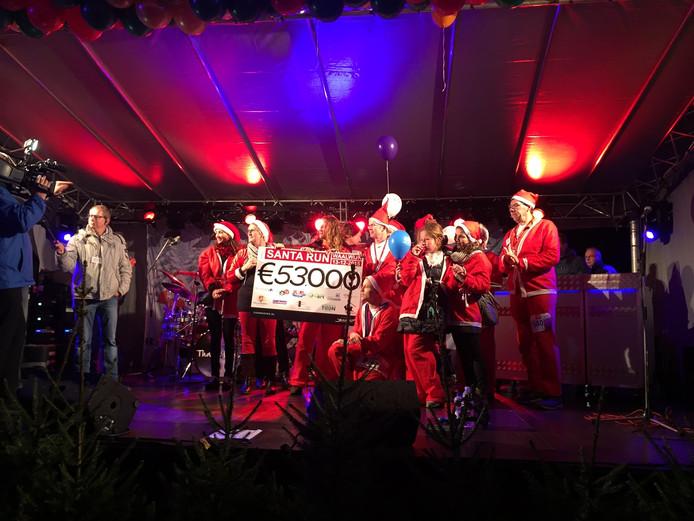 De vierde editie van de Santa Run in Waalwijk bracht in totaal 53.000 euro op.