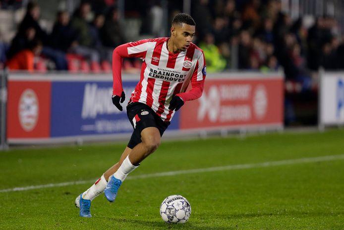 Cyril Ngonge tekent voor drie jaar bij RKC Waalwijk.