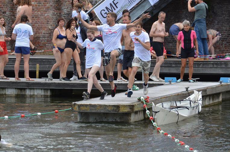 Het team van het Gents Milieufront mocht als één van de eerste het water in.