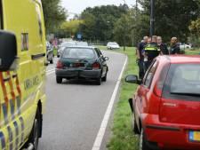 Bestuurster botst met auto voor én achter haar in Kaatsheuvel, raakt lichtgewond