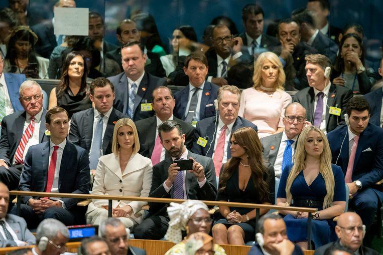 Drie van Trumps kinderen woonden de speech bij: Ivanka Trump en echtgenoot Jared Kushner, Donald Trump Jr. en Kimberly Guilfoyle en Tiffany Trump.