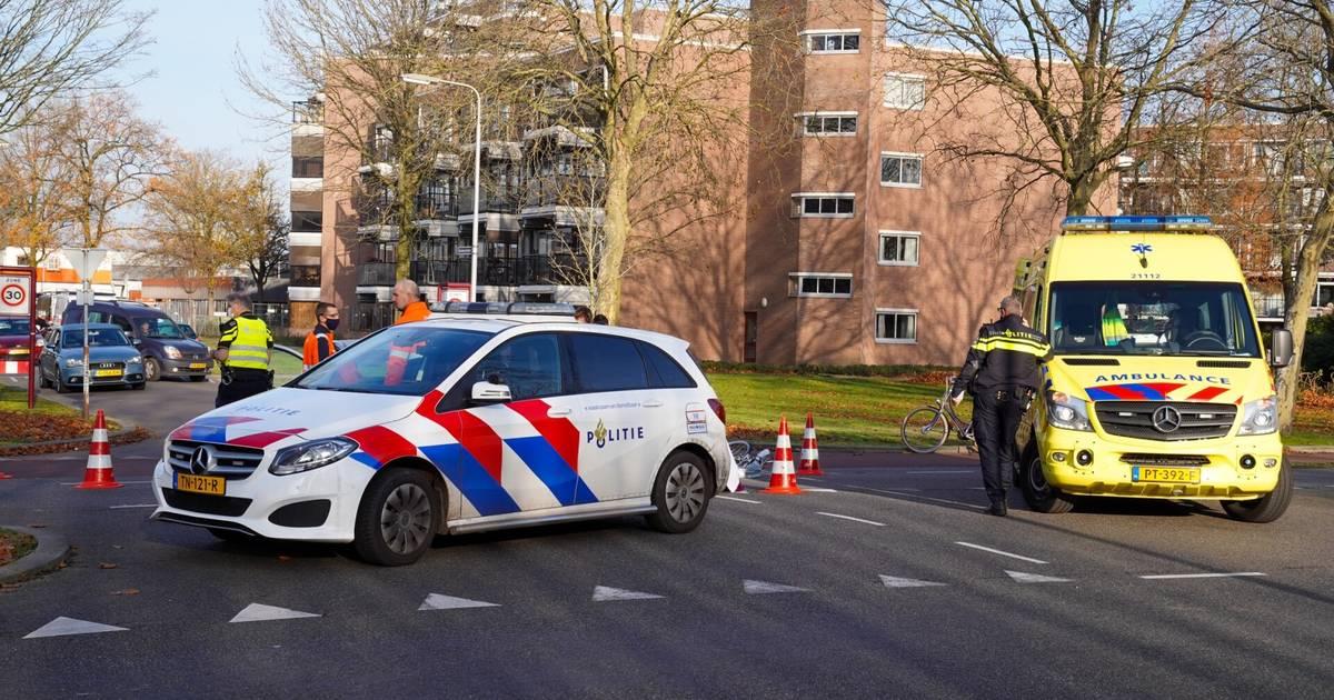Fietsster naar ziekenhuis na aanrijding in Weert.
