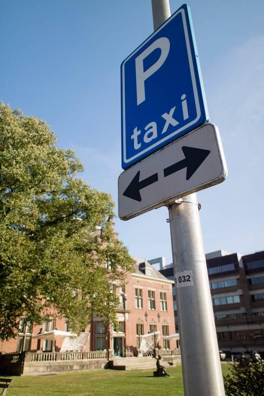 Taxistandplaatsen bij het Radboudumc in Nijmegen.