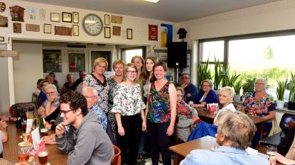 Heel wat mensen kwamen een rolmops eten in café Stuivenberg