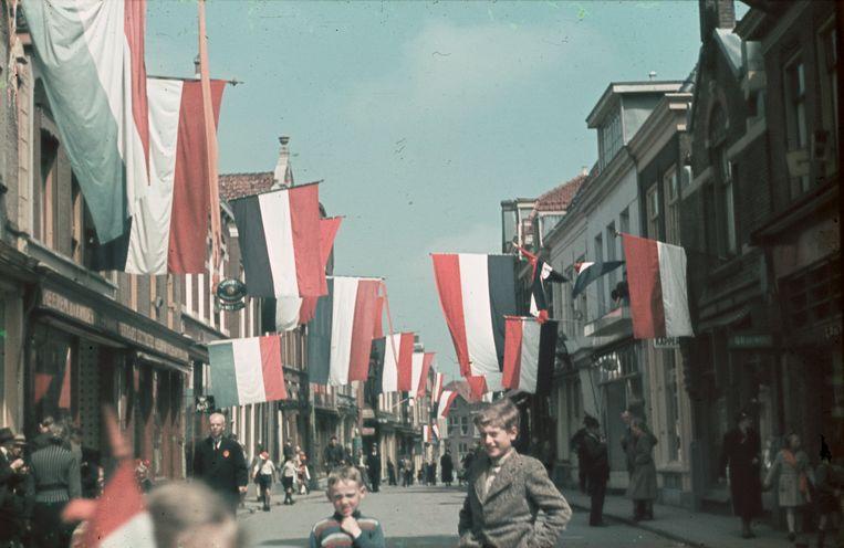 Purmerend viert de bevrijding, 5 mei 1945. Beeld Dirk Bakker / Collectie Vereniging Historisch Purmerend