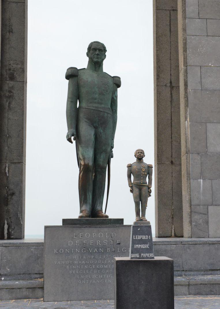Deze gedenkplaat zetten de initiatiefnemers bij het grote standbeeld van Leopold I