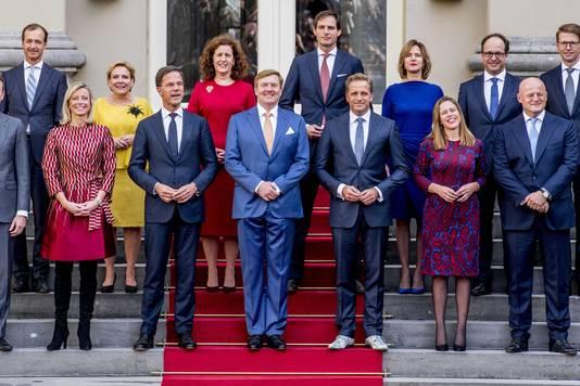 Hugo de Jonge (op de foto rechts naast koning Willem-Alexander) met zijn Mascolori-schoenen.