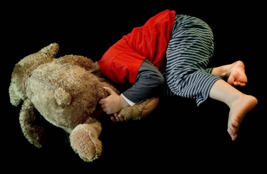 Kind kan na mishandeling met een knuffelbeer op school komen.