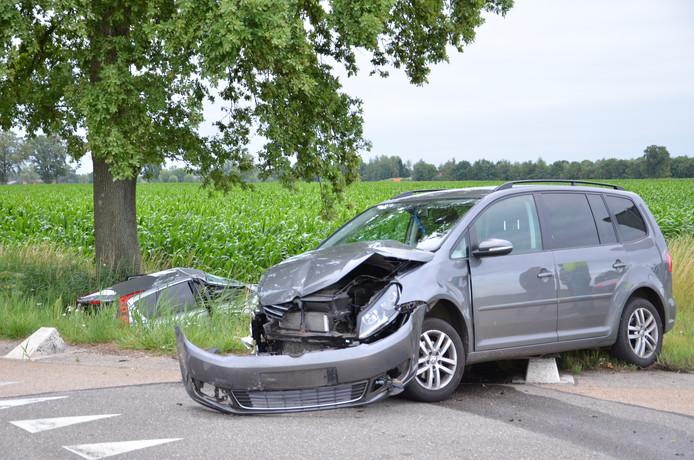 Bij de aanrijding op het kruispunt Scheiddijk en Batsdijk in Ruurlo waren twee auto's betrokken.