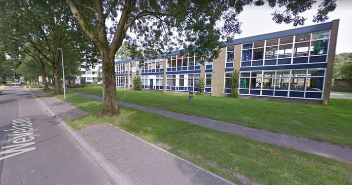 Basisschool De Regenboog aan de Wevelaan in Utrecht is de eerste bestaande school die volledig van het aardgas gaat.
