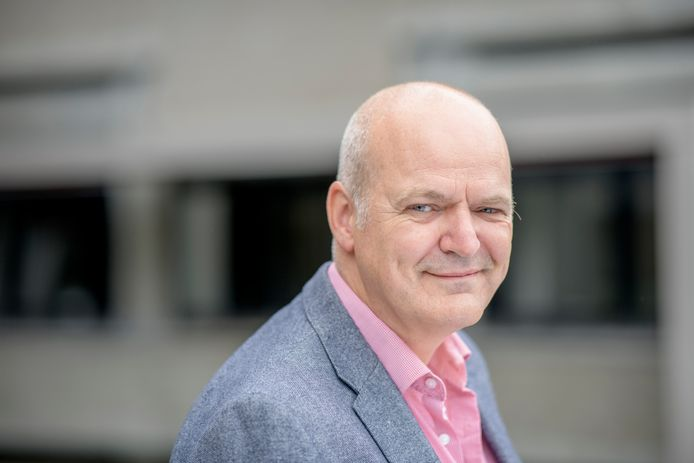 """Ernst Bohlmeijer, hoogleraar mentale gezondheidsbevordering bij de Universiteit Twente. """"Dankbaar kunnen zijn, is voor een deel aanleg. Maar je kunt het ook trainen."""""""