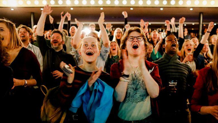 Bezoekers tijdens de uitslagenavond van GroenLinks na afloop van de gemeenteraadsverkiezingen. Beeld anp