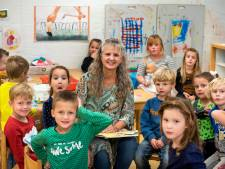 Juffrouw Anneke is al 40 jaar de liefste juf van de school waar ze zelf les kreeg