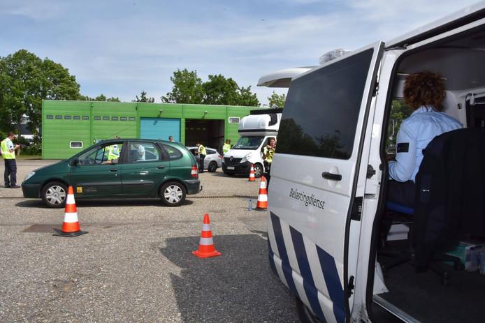 Integrale controle van de politie en Belastingdienst bij Waspik.