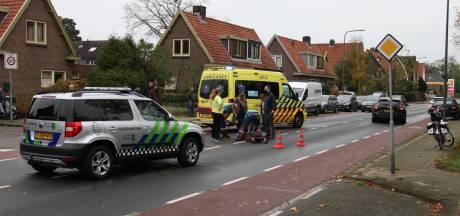 Auto schept fietsster in Dieren, vrouw gewond naar het ziekenhuis