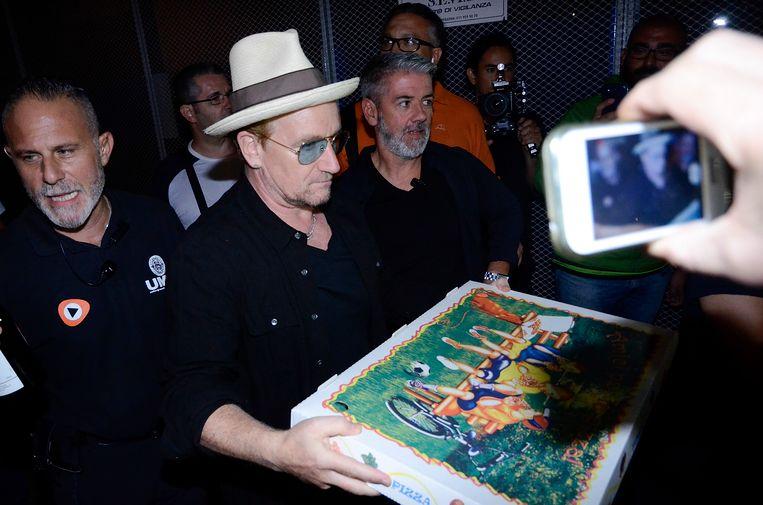 Bono met zijn witte hoed, naar verluidt een van z'n favorieten.