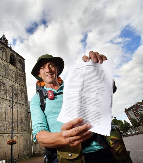 Oldenzaler vraagt met voettocht naar Den Haag aandacht voor de aarde