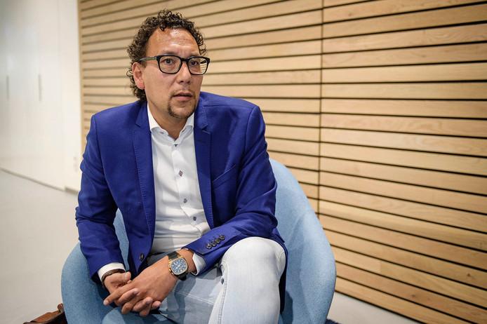 De overstap van Loupatty van de PvdA naar de VVD maakt de tongen los.