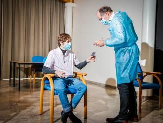 """Eerste Vlaamse tiener Yente Thomas (17) heeft coronavaccin gekregen: """"Eerst stress, nu enorm opgelucht"""""""