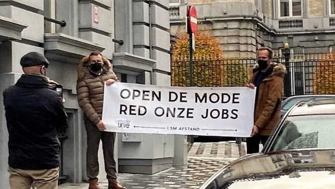 """Politie stuurt actievoerende modebazen weg aan parlement: """"Ontgoochelend, maar toch rekenen we op verkoop op afspraak"""""""