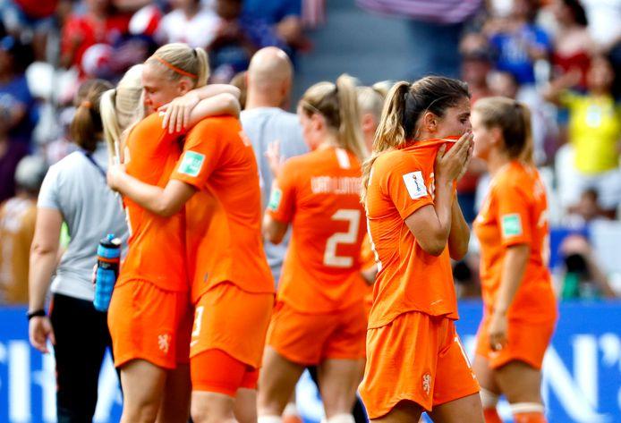 Teleurstelling bij de Oranje Leeuwinnen na het verliezen van de finale.