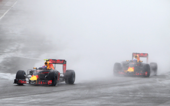 2016: Max Verstappen (links) en Daniel Ricciardo.