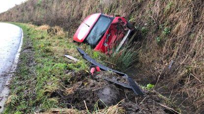 19-jarige vrouw rijdt van A11 en belandt meters dieper in gracht