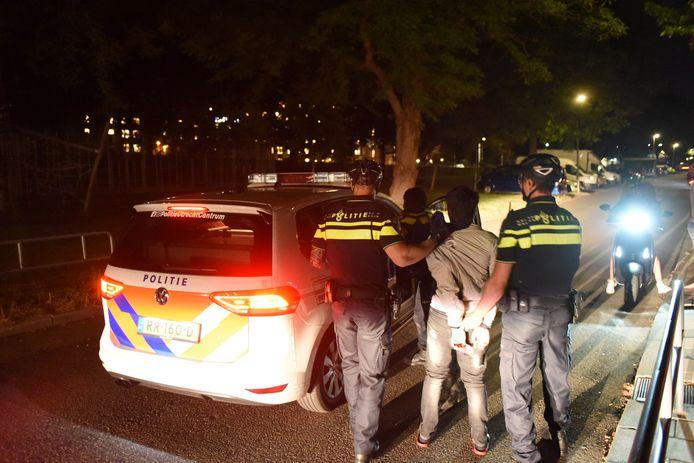 In Kanaleneiland werden meerdere personen aangehouden.