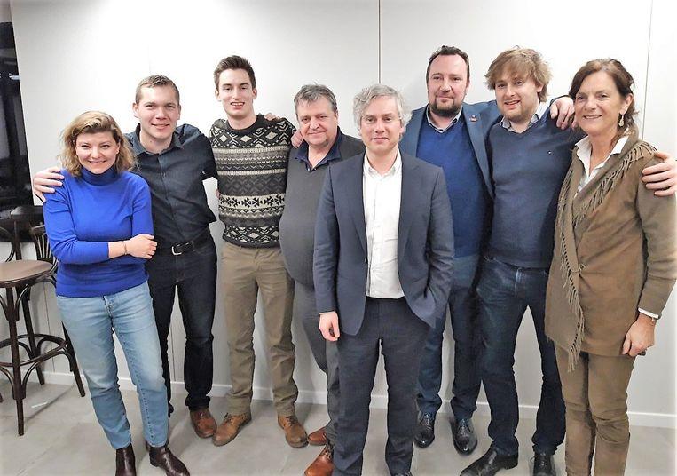 Op de foto zie je (vlnr) regiocoördinator Evy Vandemaele, Benoit Verstraete, Simon Martyn, Guido Margodt, Tom Vlaeminck, Johan Vancoillie, Maarten Vander Stichele en provincieraadslid Martine Vanryckeghem