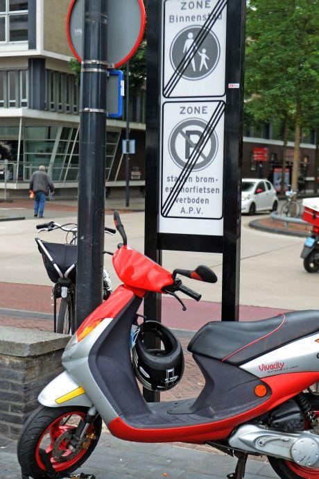 Jongen (16) beroofd van scooter in Veenendaal, twee verdachten aangehouden